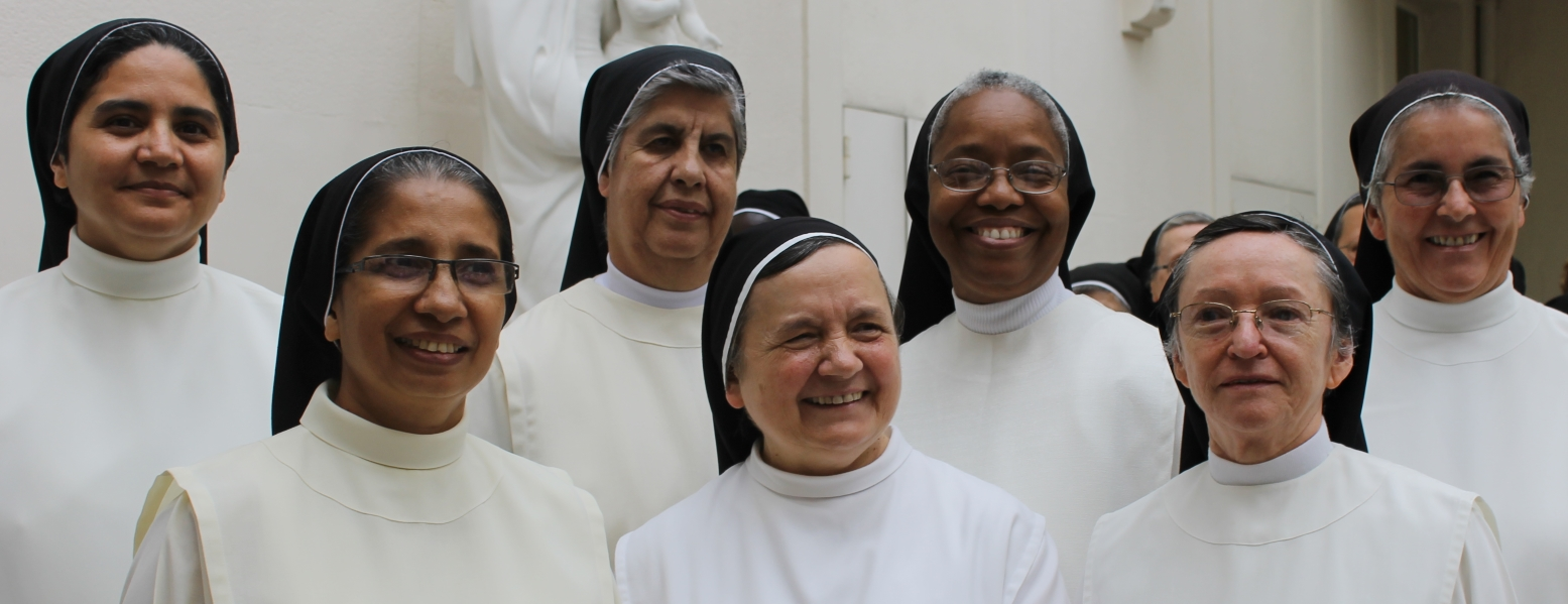 From left to right: Srs. Rosario Amelia, Mariamma, Mª Leonor, Maria, Diana, Blanca Aurora and Fabiola