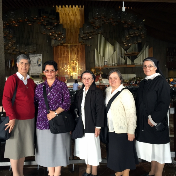 Srs. María Leonor, Janet (sup. provincial), Blanca Aurora, Maria (sup. general), María Fabiola in the Basilica of the Virgin of Guadalupe